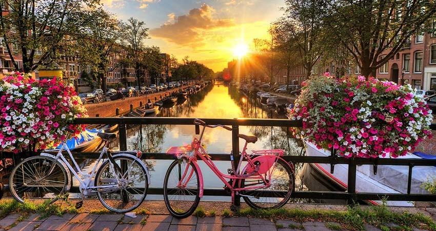zbor ieftin amsterdam, bilet avion ieftin, vacanta ieftina amsterdam, cazare ieftina amsterdam, amsterdam, bruxelles, travelator.ro, pont calatorie, diy, low cost, travelator.ro, olanda, belgia