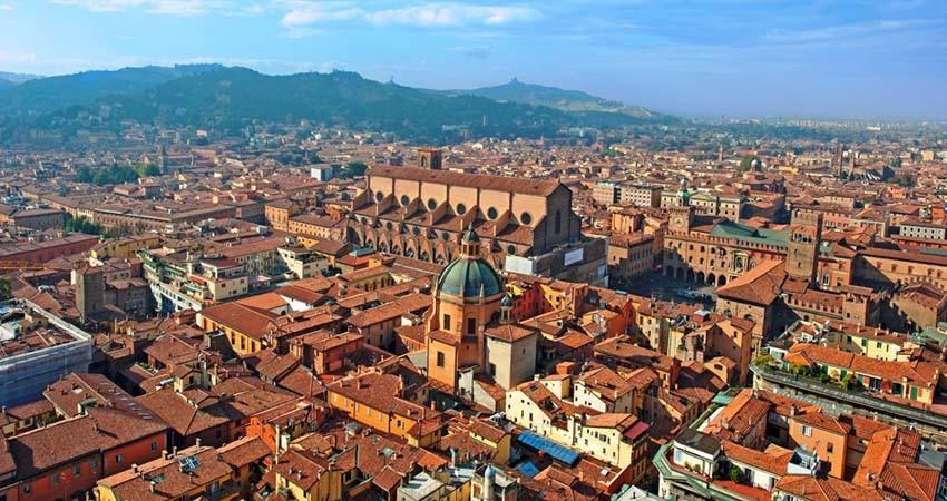 zbor,bilet,avion,ieftin,vacanta,cazare,travelator,bologna,italia,paste