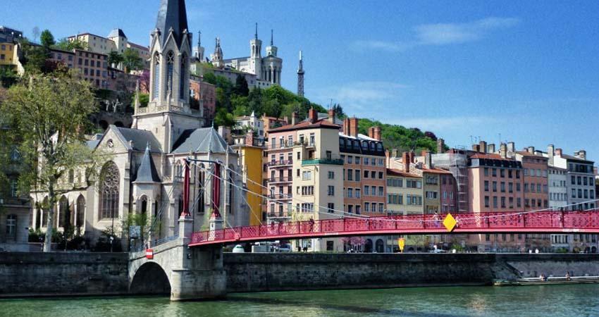 Vacanta In Lyon  131 5 Euro  Zbor Dus