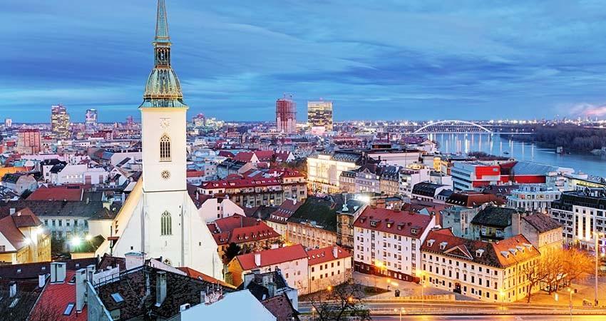 zbor,bilet,avion,ieftin,vacanta,cazare,bratislava,slovacia,travelator