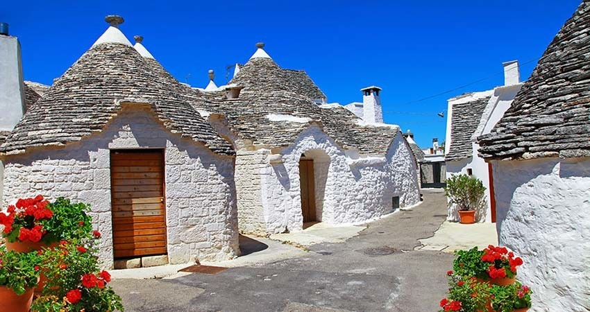 zbor ieftin, vacanta ieftina, travelator.ro, city break, trulli, alberobello, italia,travelator.ro