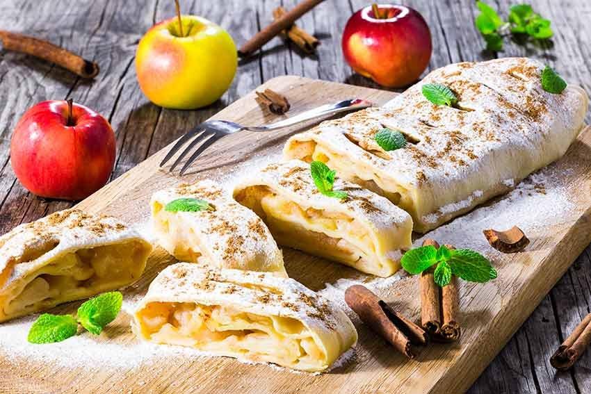 10 delicii culinare, travelator.ro, ponturi vacanta, retete culinare, bucatariile lumii, mancare, strudel cu mere