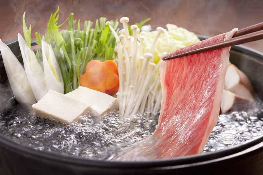 10 delicii culinare, travelator.ro, ponturi vacanta, retete culinare, bucatariile lumii, mancare, shabu shabu