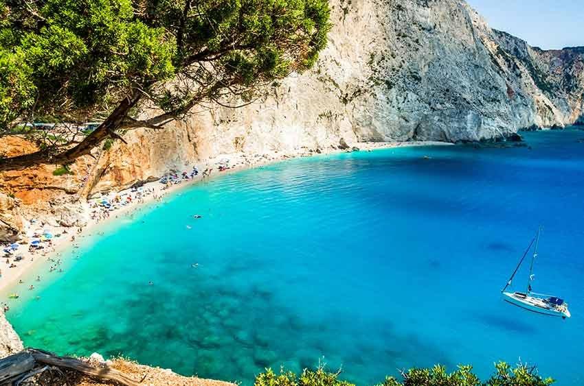 cele mai frumoase plaje, plaje europa, travelator.ro, ponturi vacanta, calatorii, zboruri si vacante ieftine, porto katsiki, lefkada