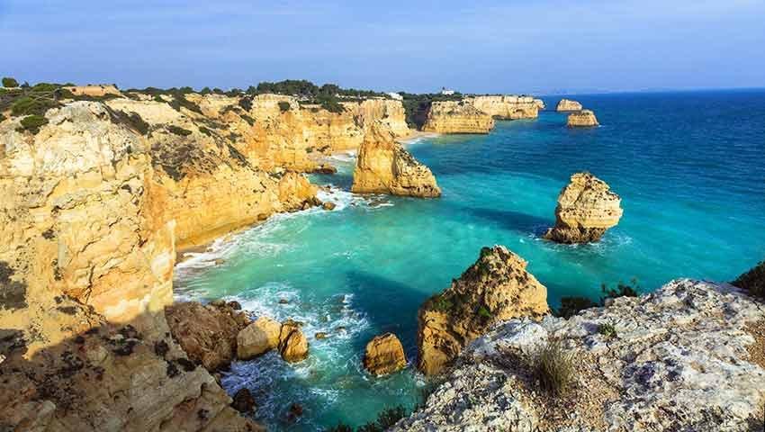 cele mai frumoase plaje, plaje europa, travelator.ro, ponturi vacanta, calatorii, zboruri si vacante ieftine, praia da marinha, algarve