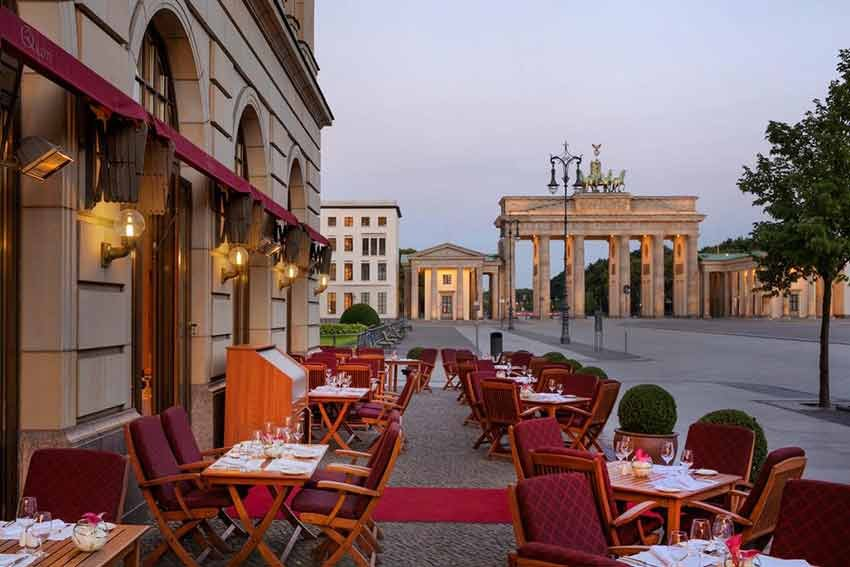 10 hoteluri, travelator.ro, ponturi vacanta, hoteluri cu vedere, calatorii, diy, hotel adlon