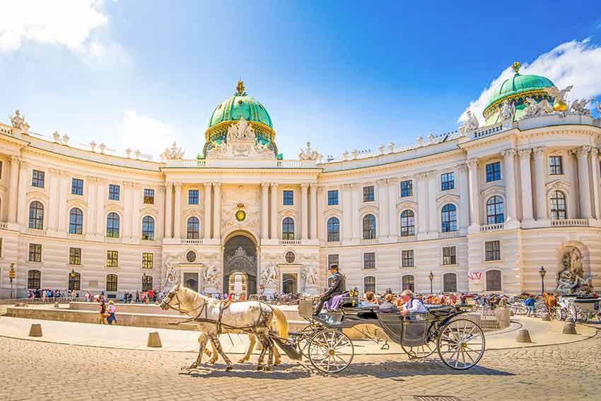 destinatii in care poti merge singur, travelator.ro, ponturi vacanta, tari de vizitat singur, viena, austria